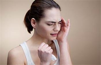 正确敲打头部对于消除头痛是很有帮助的